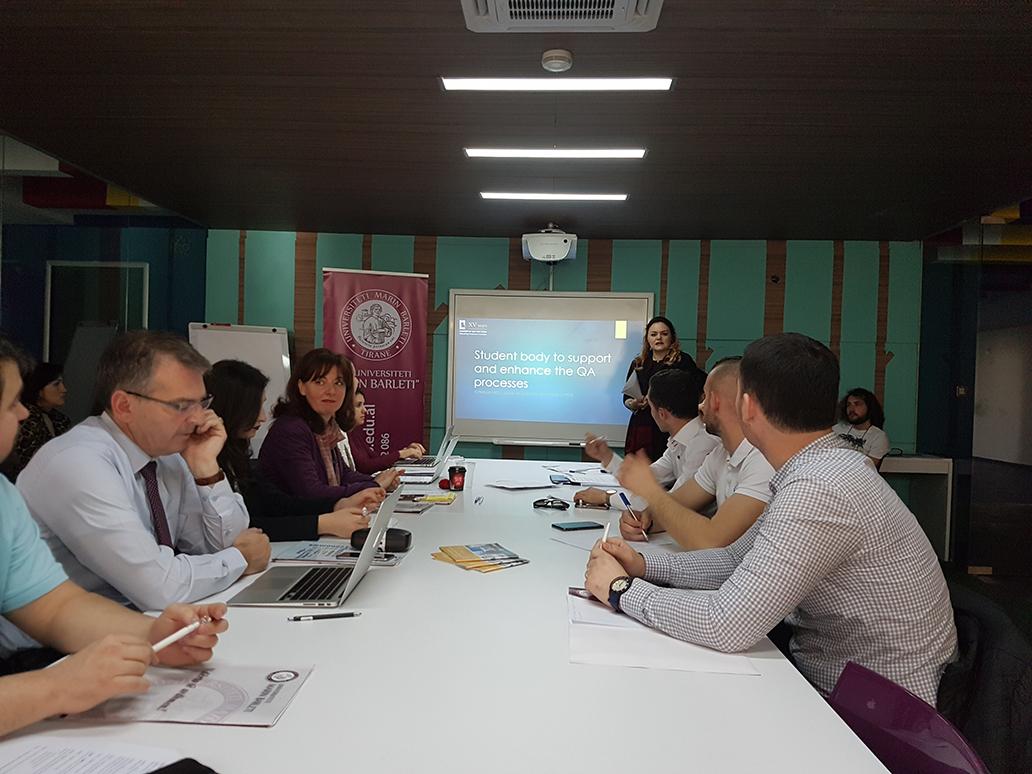 Tryeza e Rrumbullakët mbi rëndësinë dhe sfidat e procesit të akreditmit në Shqipëri.