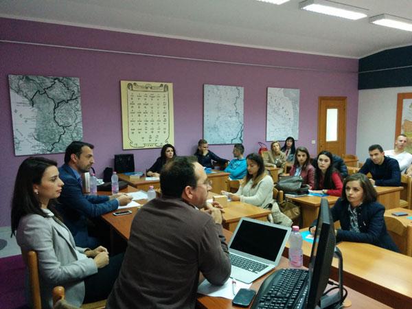 """Tryezë e rrumbullakët me temë: """"Promovimi dhe Mbështetja e sipërmarrjes rinore: Përfitimet dhe Programet"""""""