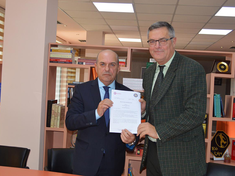 Universiteti i Vlorës dhe Universiteti Marin Barleti lidhin marrëveshje bashkëpunimi
