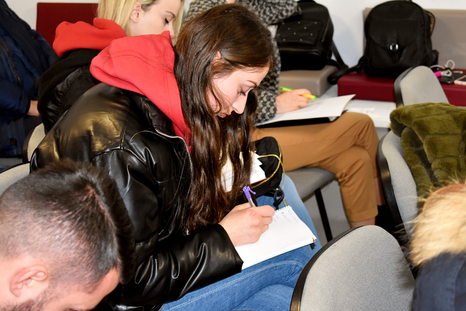 """Trajnim me studentët """"Si të hartojmë një Cv dhe letër motivimi"""""""