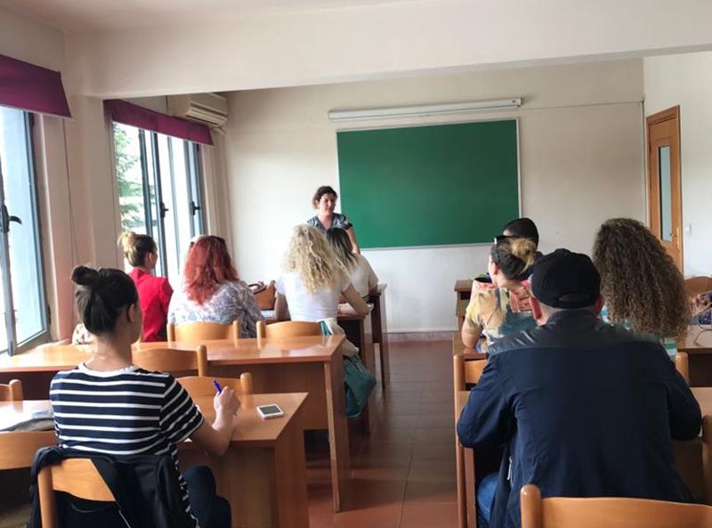 Konsultë me studentë të vitit të tretë në Shluj