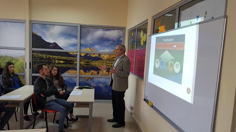 """Trajnim me studentë të Universitetit """"Aleksandër Xhuvani"""" dhe mësues të Elbasanit"""